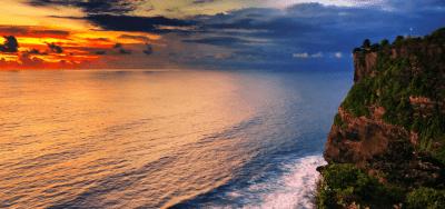 tempio Uluwatu al tramonto