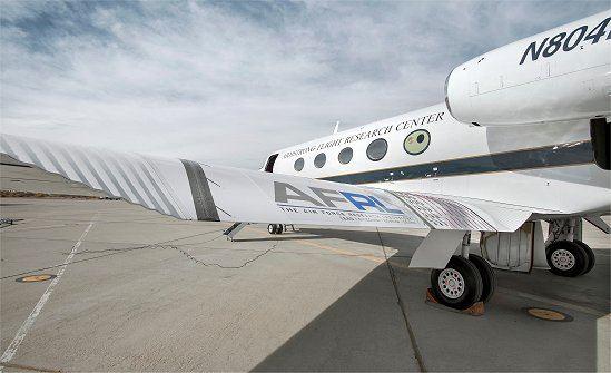 Asas metamórficas que melhoram a eficiência aerodinâmica e reduzem o ruído gerado durante pousos e decolagens.