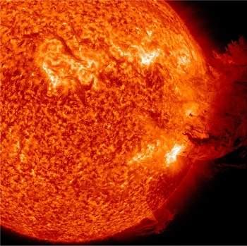 NASA capta onda de surfista no Sol