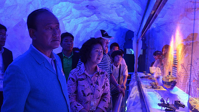 Mr. Kim Chung-Seok, mayor of Yeosu, toured the Russian Pavilion on June 9, 2012. Photo: Yeosu Expo 2012