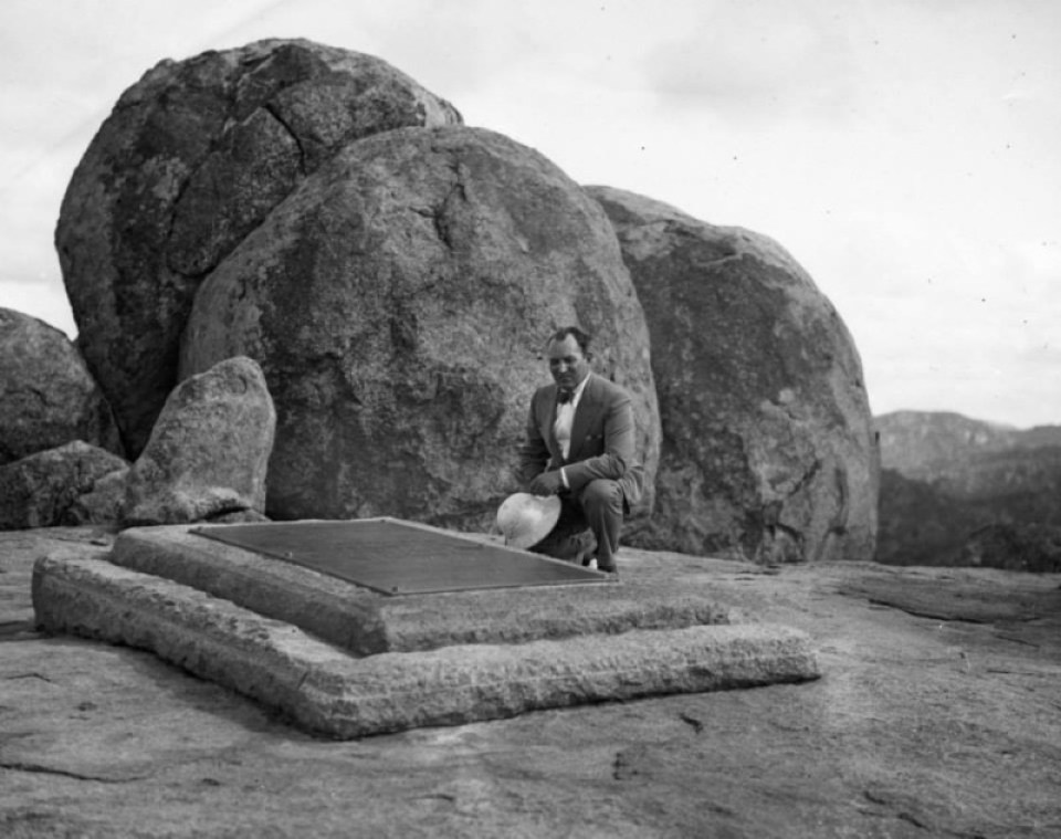 Ripley at Rhodes' Tomb (1933)