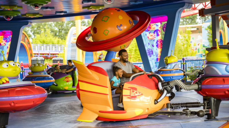 Inpark Magazine Alien Swirling Saucers Take Guests For A Spin At