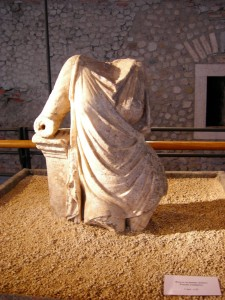 Busto femminile, marmo, I sec. a.C.