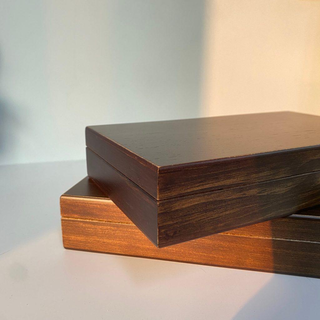 【英景 #木器專家】台灣製 外銷日本 實木復古 開蓋式深色原木盒 飾品收納 桌上收納 畢業禮物 聖誕節