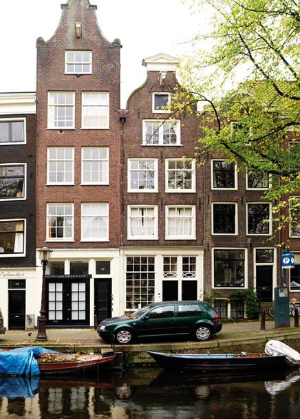 Amsterdamse grachtenpand van Dawn  Henry  Inrichtinghuiscom
