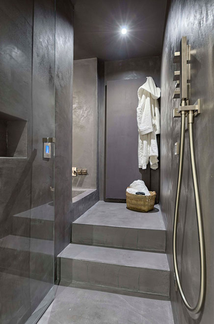 Badkamer met beton beton cire en hout  Inrichtinghuiscom