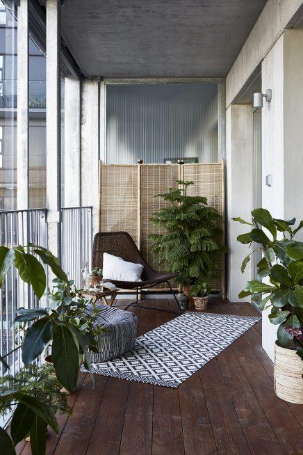 Balkon met een knus industrieel tintje  Inrichtinghuiscom