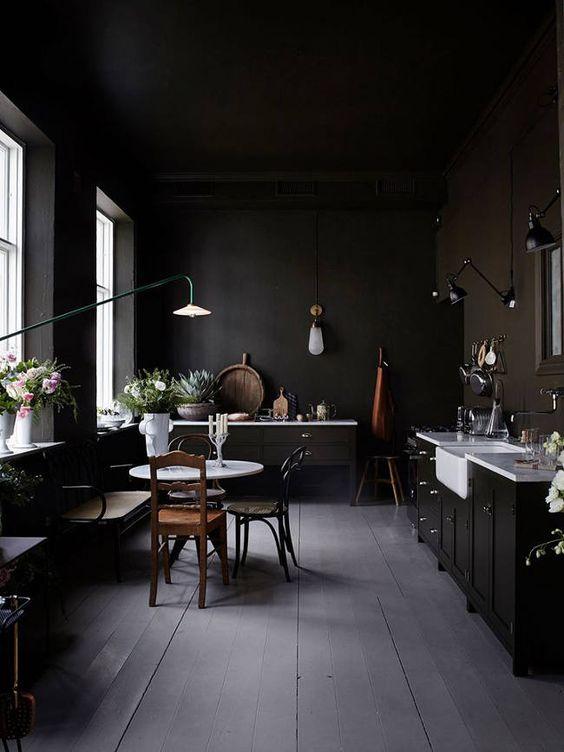 De charme van donkere interieurs  Inrichtinghuiscom