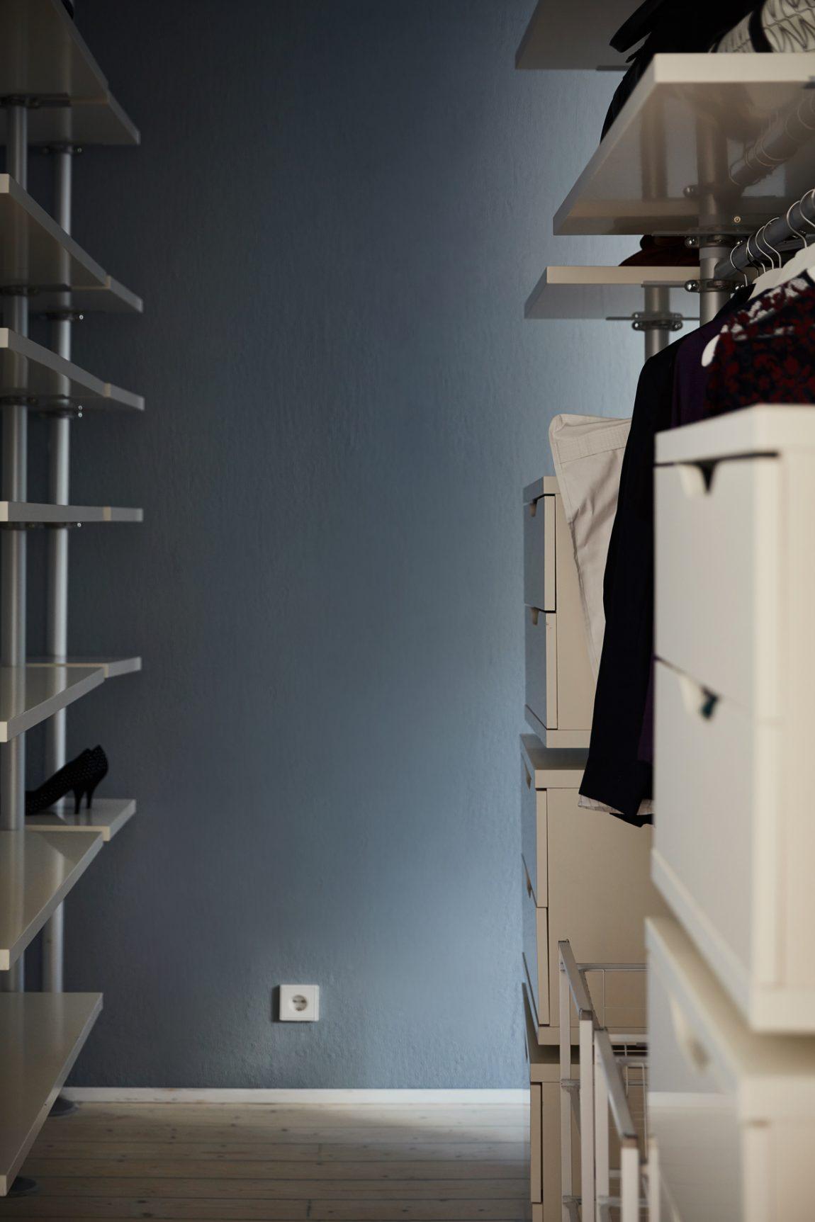 Blauwe slaapkamer inloopkast combinatie met IKEA Stolmen