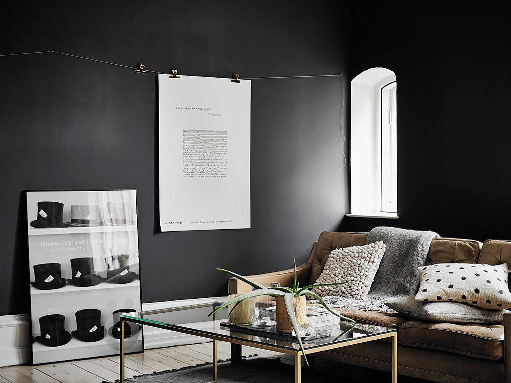 Klein appartement met stoere zwarte muren  Inrichting