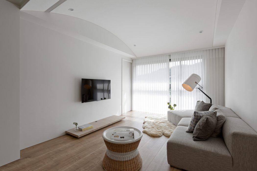 Klein thuiskantoortje in een modern appartement