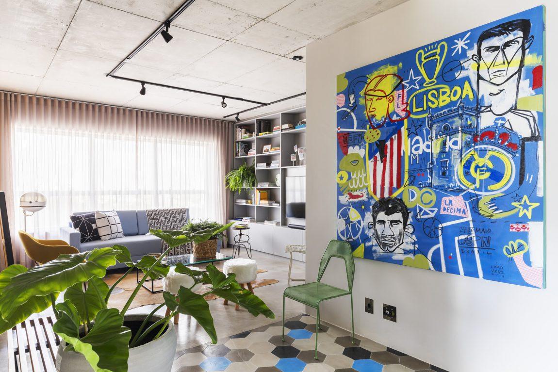 Deze moderne woonkamer heeft een stoer vintage tintje