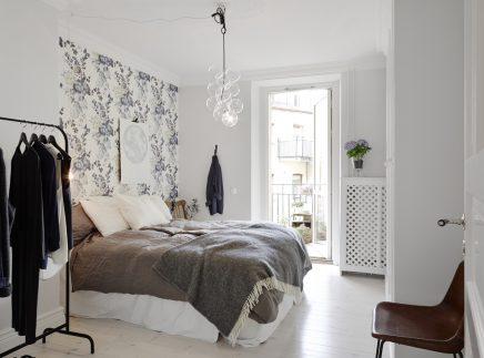 Slaapkamer met bloemen behang  Inrichtinghuiscom