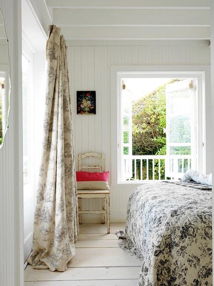 Slaapkamer van romantisch strandhuisje  Inrichtinghuiscom