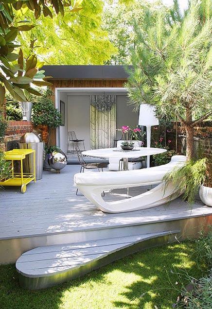 Smalle tuin met mooie beplanting  Inrichtinghuiscom