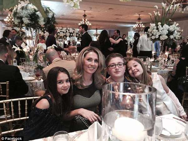 4C5D4B6600000578-0-image-a-9_1526581879444 Shqiptarja, nëna e tre fëmijëve u ekstradua nga SHBA pas 18 vjetëve