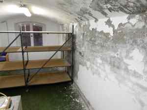 Kellerraum vor der Sanierung