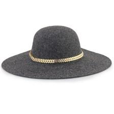 Καπέλα με μεταλλικό διακοσμητικό με strass Γκρι