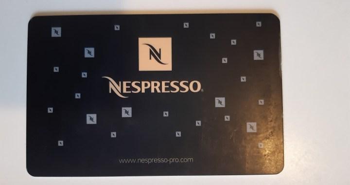 Hacker rivela metodo per ottenere caffè gratis dalle macchine Nespresso
