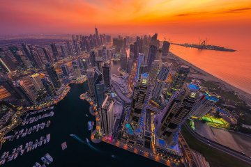 Albert Dros shows everyone how to take pictures of Dubai