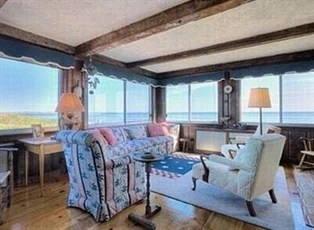 Taylor Swift Buys Mansion Next To Kennedy Compound