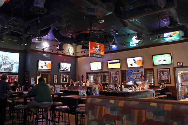 Review of Brus Room Sports Grill 33073 Restaurant 5460 W Hill