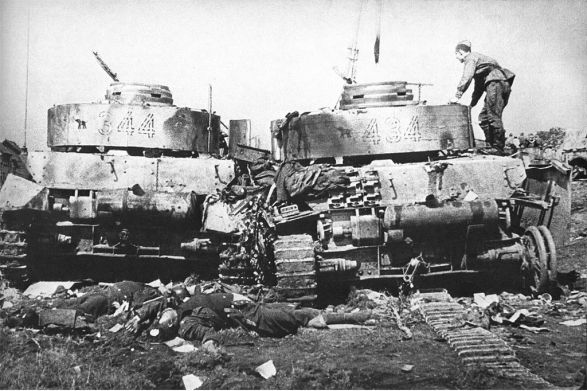 A couple of Panzer IV tanks destroyed during Operation Bagration.