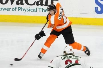 Center Vincent Lecavalier (#40) of the Philadelphia Flyers blasts a shot