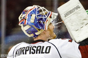 Joonas Korpisalo (LEM - 70) sprays himself down during a media timeout.