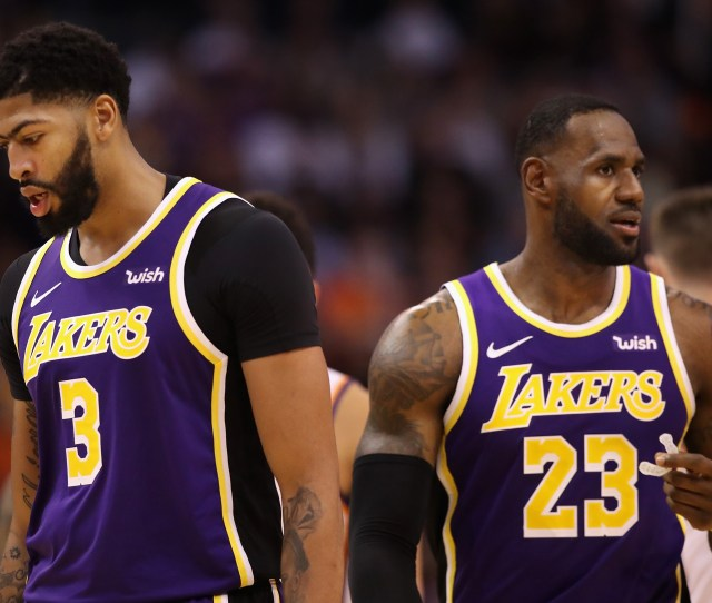 Los Angeles Lakers Are Playing Some Old School Basketball Insidehook