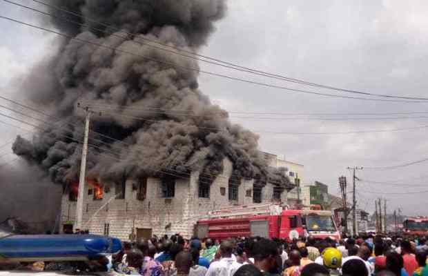 Fire Razes Shops At Dugbe Market in Ibadan