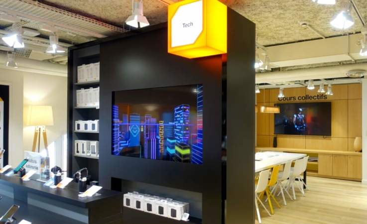 electronics retail store Paris