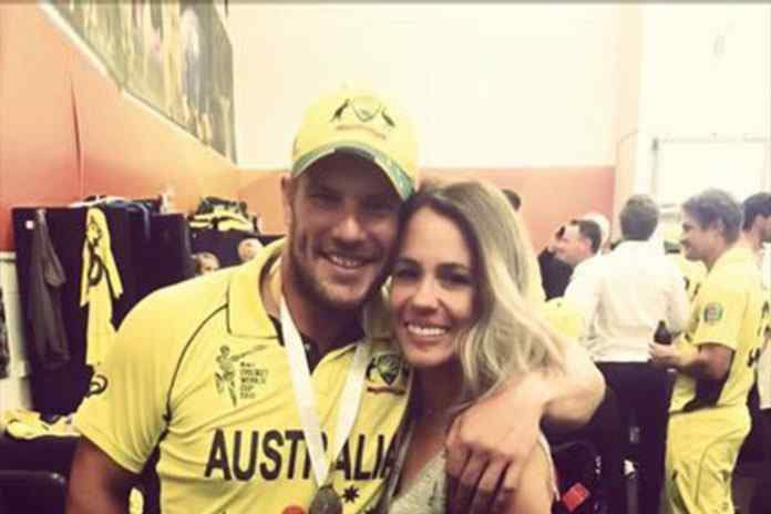 Aaron Finch with his girlfriend Amy Griffiths - InsideSport