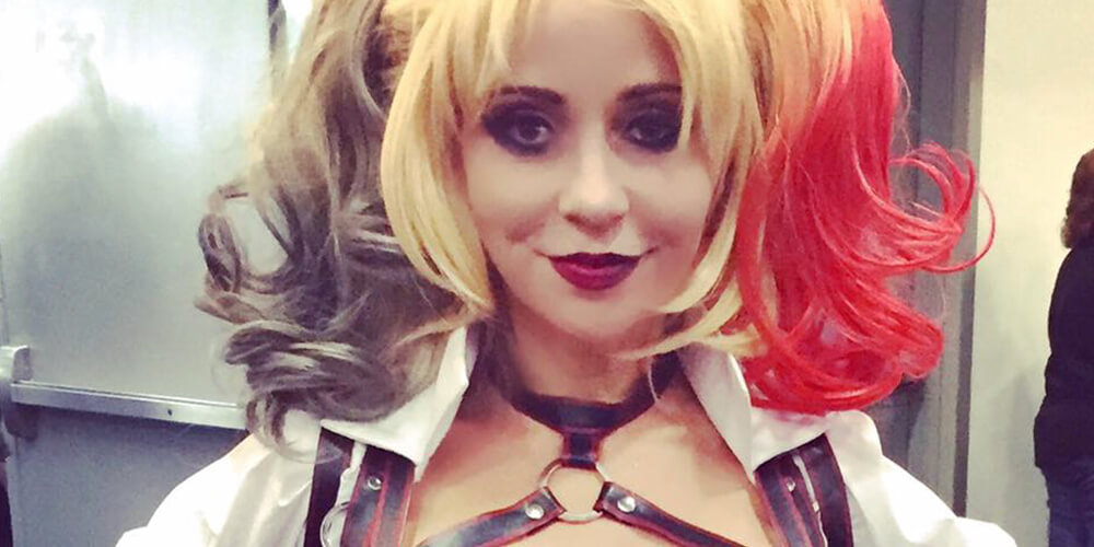 SDCC 2016 Voice actress Tara Strong cosplayed as Harley