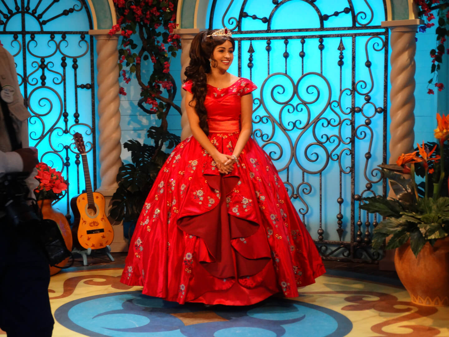 Videos Elena Of Avalor Visits Disneyland Resort For The Christmas