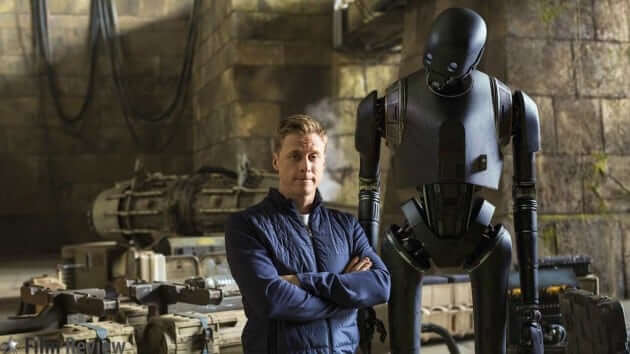 Rogue One: A Star Wars Story - Alan Tudyk on set with his character, K-2SO ©2016 Lucasfilm, photo by Jonathan Olley