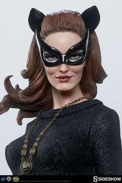 dc-comics-catwoman-premium-format-figure-300249-09