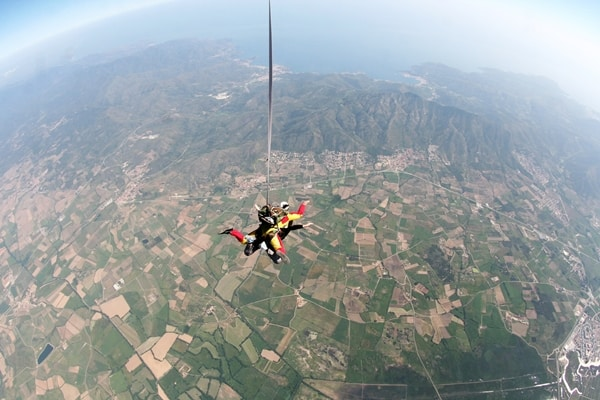 All about a tandem skydive over spain: fields below skydivers