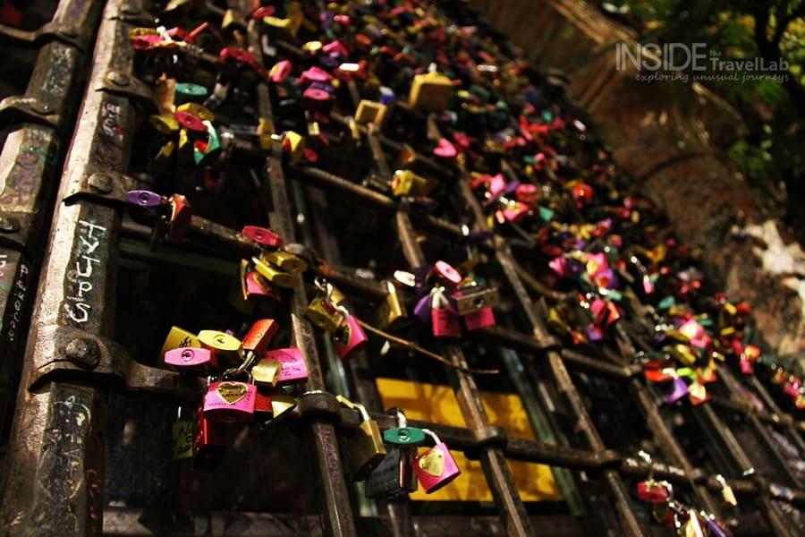 "Thousands visit Juliet's ""home"" in Verona from Romeo & Juliet"
