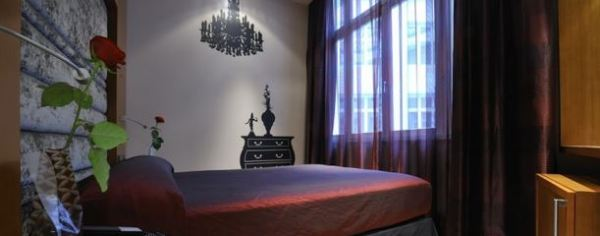 Banke Hotel Room Paris