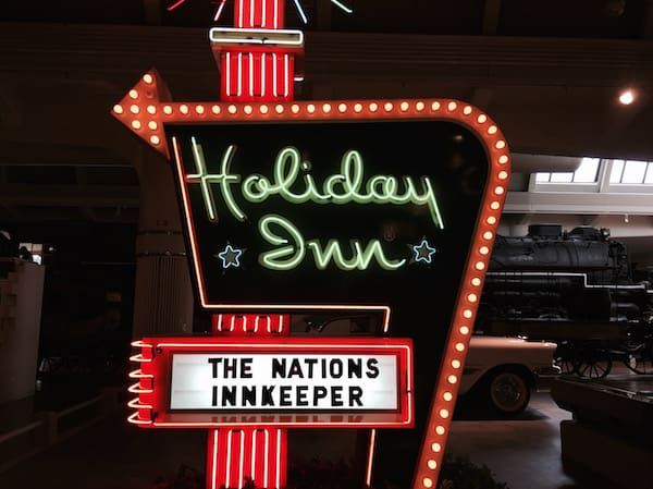 Holiday Inn Neon via @insidetravellab