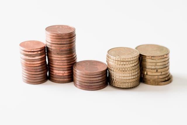 Sie sehen Euro Stücke