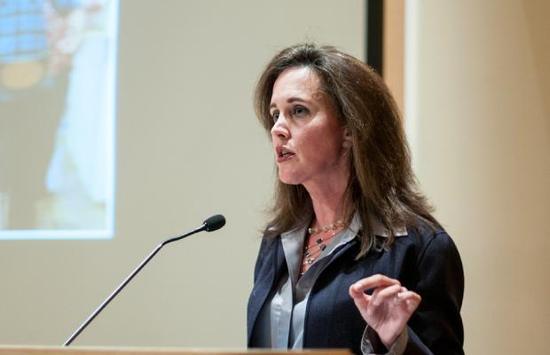 Destacada Deborah Perry Reinvention