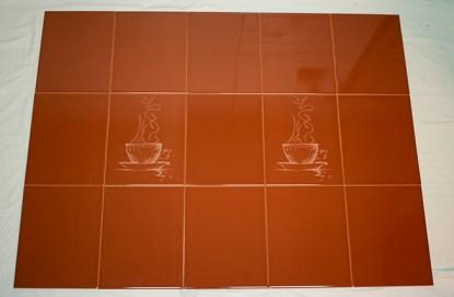 Kahvikupit seinällä