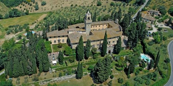 La via di Castiglioni e il castello di Montegufoni