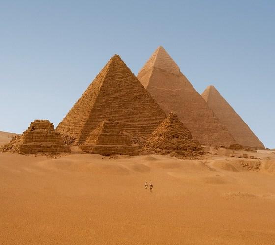 egyptian_pyramids_in_giza_egyp