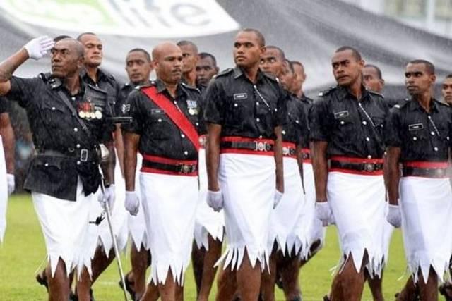 uniforme-equipe-estranho-07