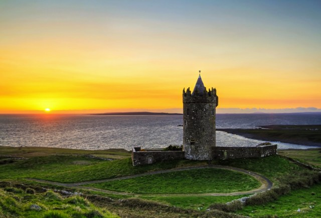 222860-doonagore_castle_at_susnset_Ireland-1000-1464644865