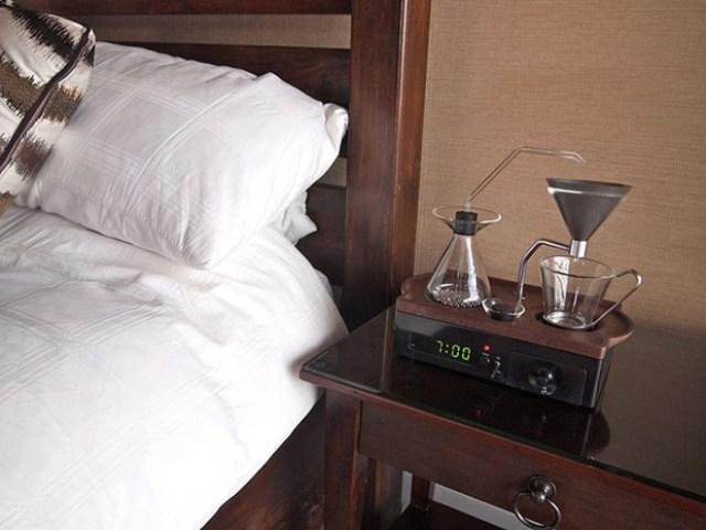 despertador com cafeteira embutida