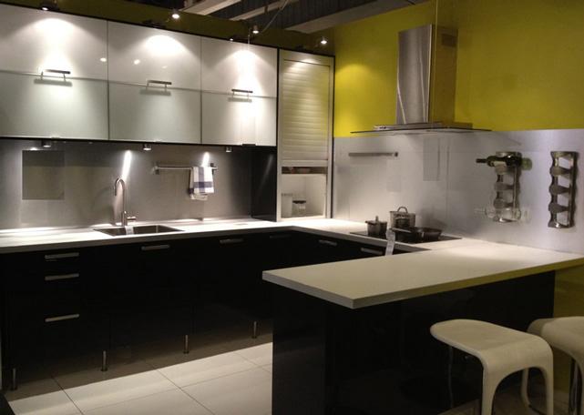 Kitchen Cabinet : U-Shaped Kitchen Layout / Design